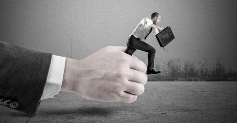 O que é venda casada em bancos? Não aceite essa prática!