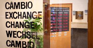 Folha de São Paulo - Conheça as opções para levar dinheiro em viagens e escolha a mais vantajosa
