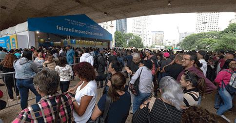 Folha de São Paulo - Gastos invisíveis podem colocar o consumidor na lista de negativados