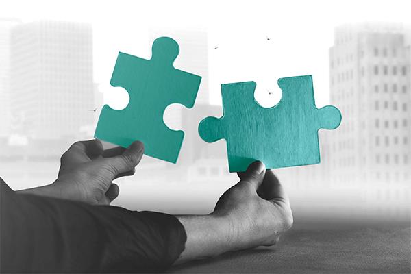 contribuir INSS  - duas peças de um quebra-cabeça em destaque prontas a se juntarem.