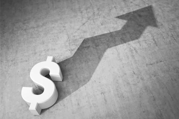 por que o dólar subiu tanto - Uma cifra de dinheiro fazendo uma seta como sombra